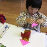 折り紙を折ったり、貼ったり